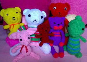 หน้าแรกของร้าน          ตุ๊กตาไหมพรม สินค้าแฮนด์เมด มีทั้งตุ๊กตาหมีหลากหลายแบบ ซูปเปอร์แคท พิกเกอร์เร็ต ไดโนเสาร์ ฯลฯ ในราคาที่ถูกมั่กๆ จ้า  และรับสั่งทำสินค้าไหมพรมทุกชนิดตามความต้องการเลือกสีได้ตามความชอบใจในราคาเป็นกันเอง                                                 ตุ๊กตาไหมพรมแฮนด์เมด  AOJUNG   ลดราคา 30 %