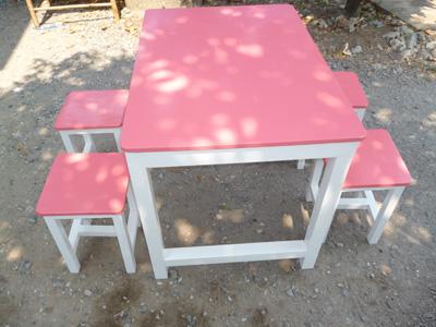 หน้าแรกของร้าน  จินดาโต๊ะไม้สนผลิตและจำหน่ายโต๊ะไม้สนเก้าอี้ไม้สนราคาถูกเหมาะกับร้านอาหารทุกประเภท                                                                                                                                                                               จินดาโต๊ะไม้สน