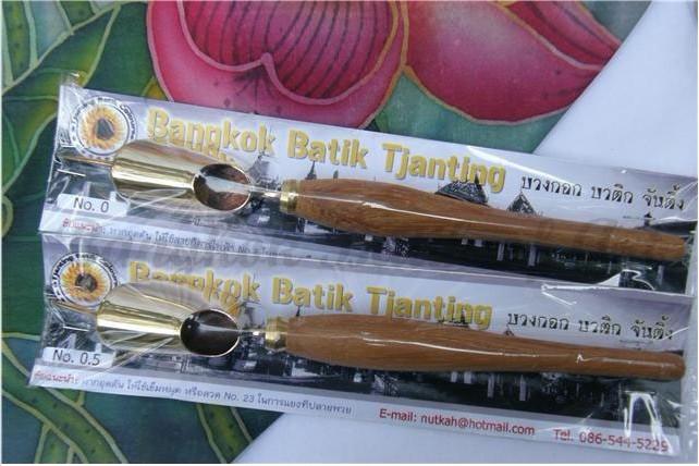 จันติ้ง (ปากกาเขียนเทียน)-จันติ้ง หรือปากกาเขียนเทียน  คุณภาพอย่างดี เป็นที่ยอมรับ  การเก็บความร้อน การไหลลื่นของน้ำเทียน ดี         เป็นที่ยอมรับทั้งคนไทย และต่างประเทศ